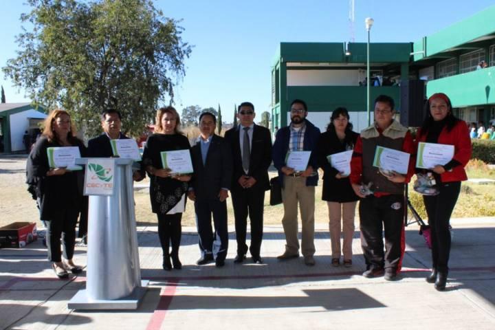 Alcalde reconoce labor de docentes del CECyTE con 10 y 20 años de servicio