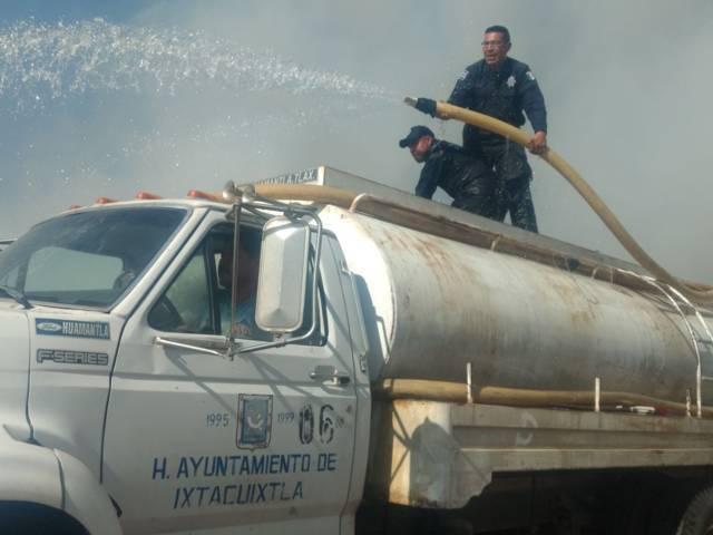 Policía municipal y PC se suman para controlar devastador incendio