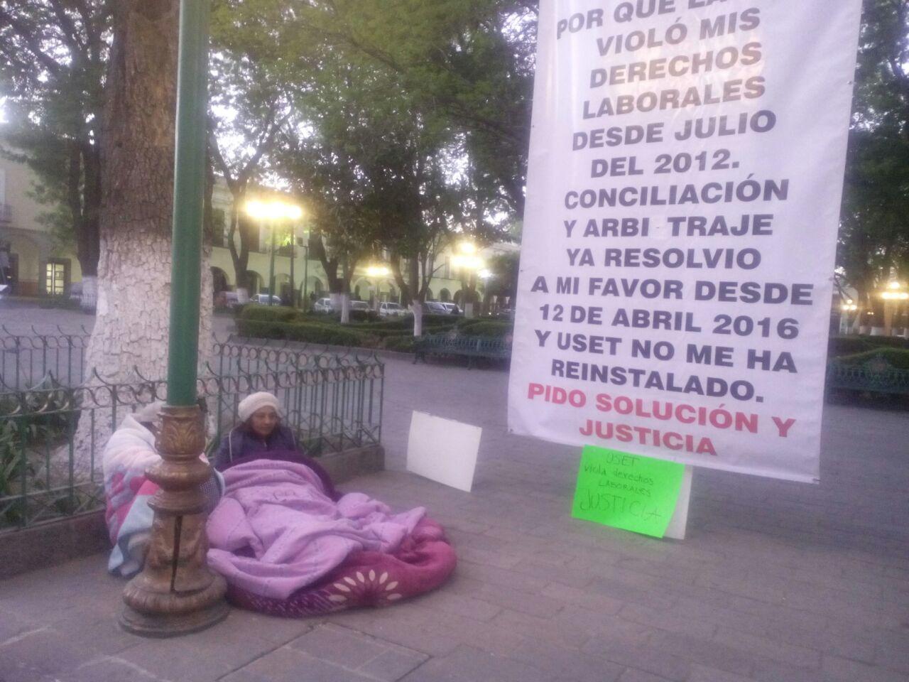 Con temperaturas cercanas a los 0 grados, maestra sigue en huelga de hambre