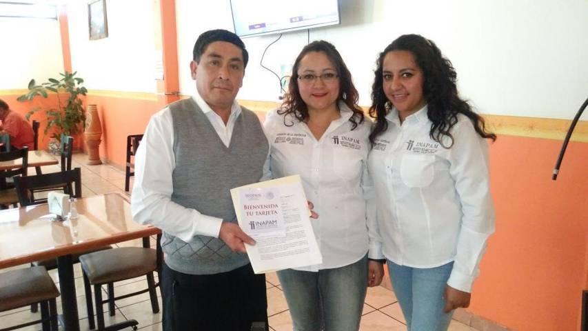 Entrega Inapam cartas compromiso en Zacatelco