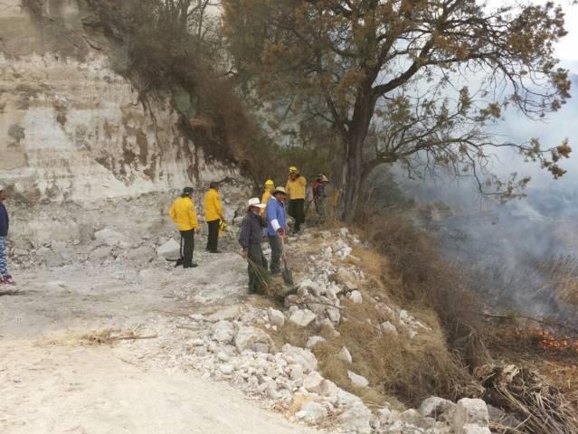 Protección Civil Hueyotlipan sofoca incendio en la comunidad del Cerro