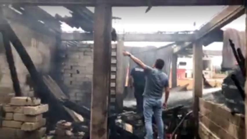 Se incendia vivienda en Apetatitlán; sólo daños materiales