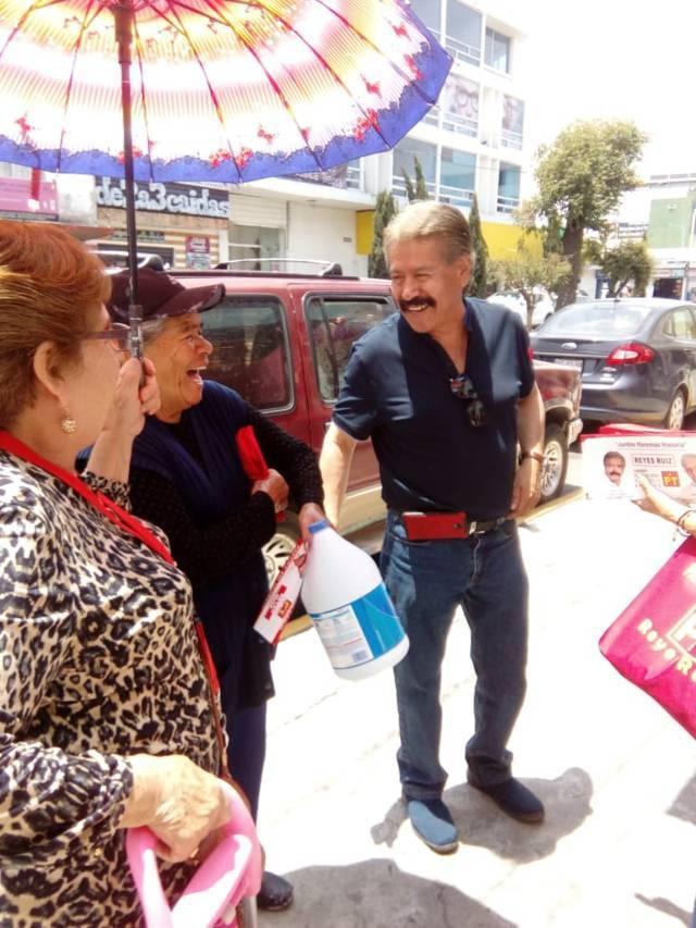 Gestionará Reyes Ruiz apoyos económicos para abatir rezago social