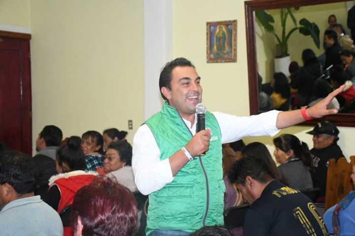 Concreta Mariano González compromisos con todas las comunidades del Distrito 01