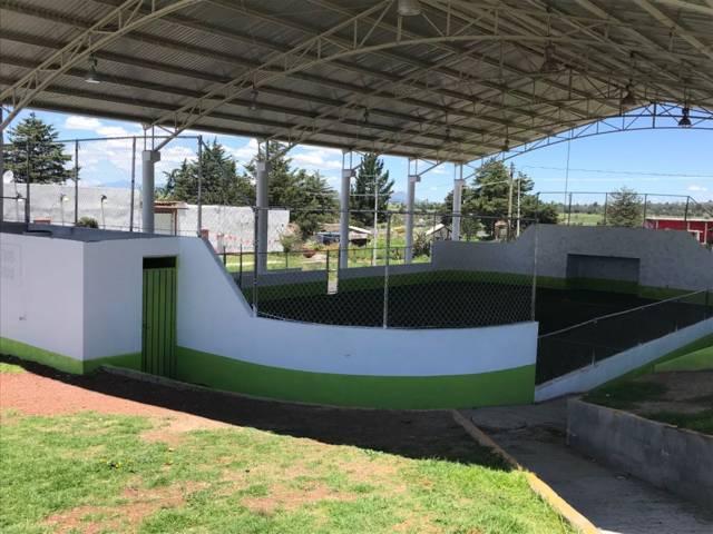 Alcalde fomenta el deporte en jóvenes rehabilitando la cancha de fut 7