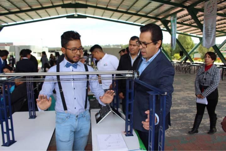 Atestigua Secretario de Educación exposición de proyectos integradores en la UTT