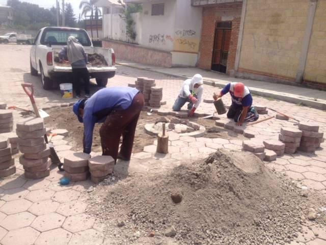 Realizan acciones de mantenimiento a calles en San Pablo Del Monte