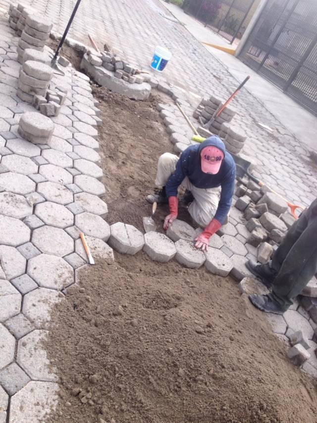 Continúan acciones de mantenimiento a calles del municipio de San Pablo Del Monte