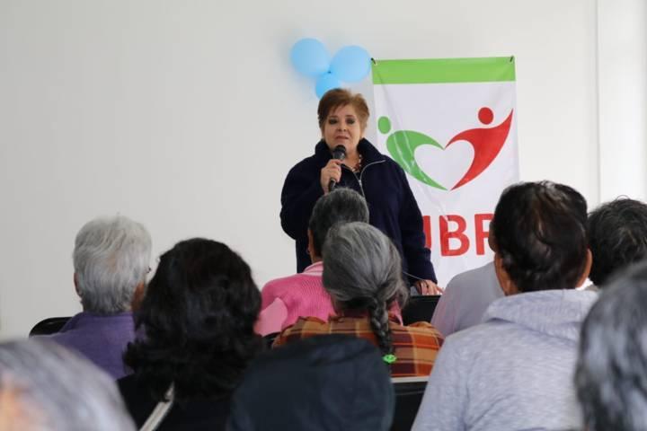 Imparten pláticas en beneficio de adultos mayores de Papalotla