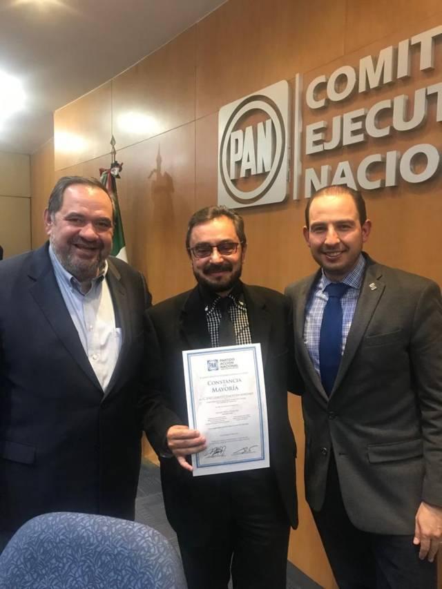 José Gilberto Temoltzin recibe constancia de mayoría