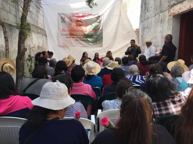 Con exposiciones y pláticas conmemoran en Ixtenco el día Internacional de la Mujer