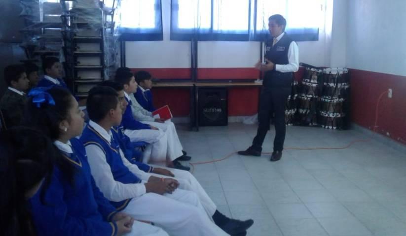 FGR imparte pláticas a primaria en Xaltocan