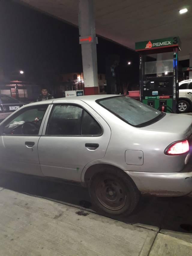 Detiene Policía de Tlaxco a narcomenudistas y recupera auto robado