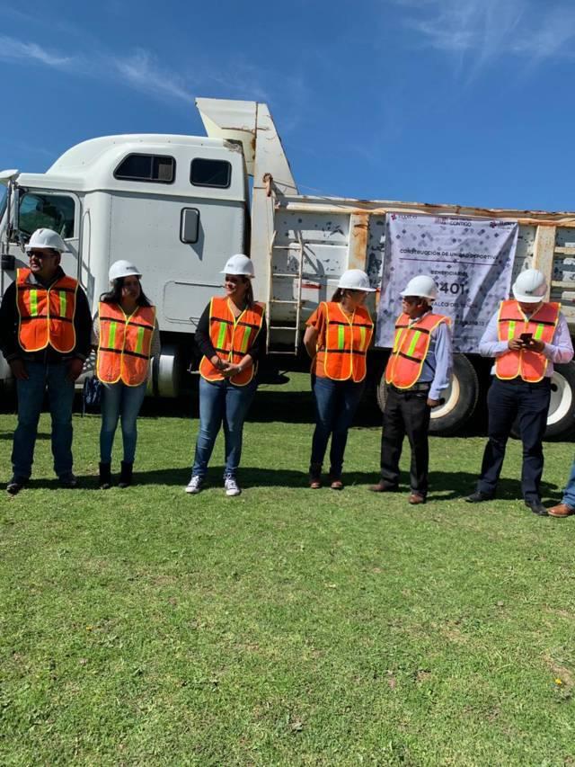Michaelle Brito da banderazo de inicio de obras en Tlaxco
