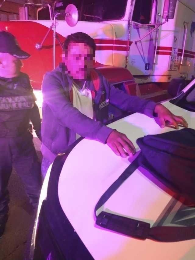 Policía de Apizaco evita robo de tráiler