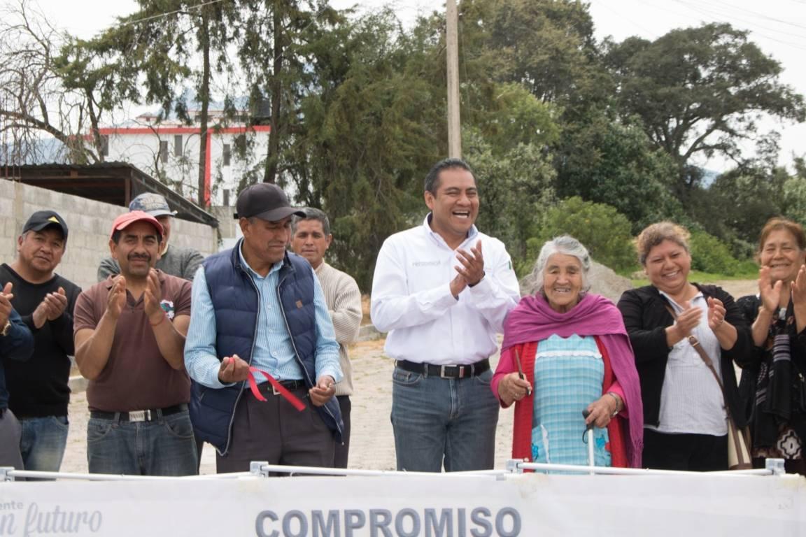 Alcalde entrega 2 obras de servicios básicos en Muñoztla y Tepatlaxco
