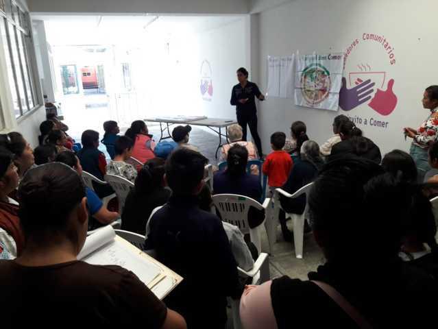 SMDIF ofrece platicas del buen comer a vecinos de la comunidad de San Pedro en SPM