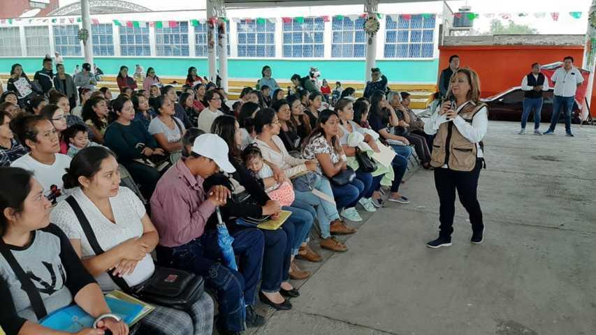 Entrega LCC en Yahuquemecan apoyos  para el Bienestar de Niños y Niñas