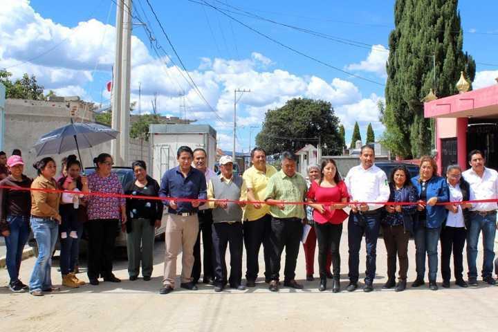 Alcalde entrega obra de servicios básico en la calle Juárez de Quiahuixtla Sur