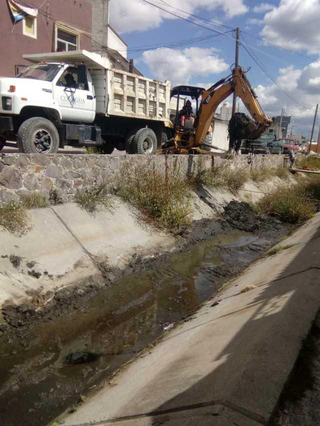 Se realizan trabajos de desazolve en canales de riego de Tepetitla de Lardizábal