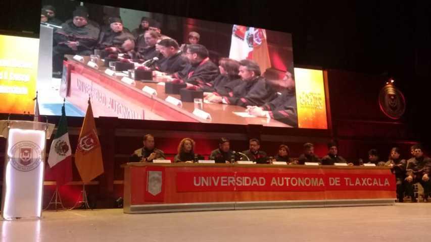 Consejo de la UAT entrega galardones en su 43 aniversario