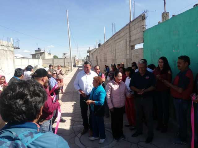 Oscar Murias entrega obra en la calle Xicohténcatl de Santiago Michac