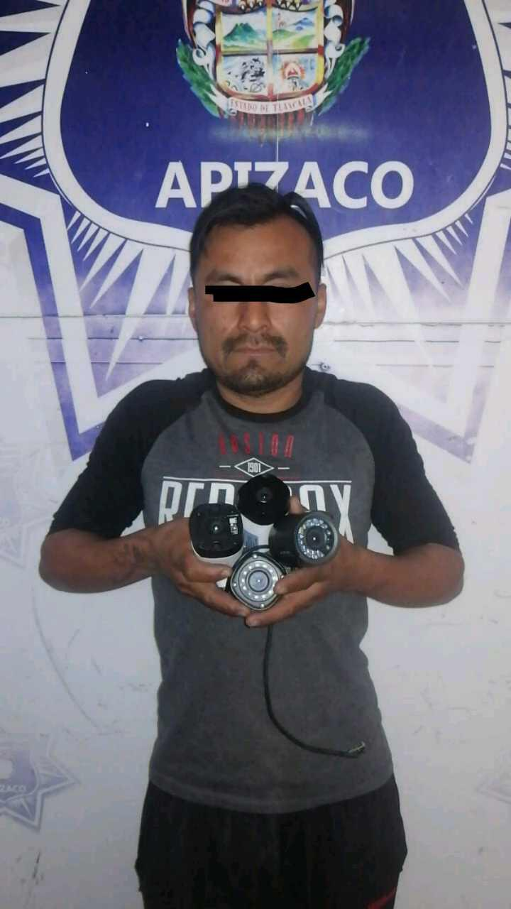 Con cámaras robadas y orden de aprehensión, aseguran a sujeto en Apizaco