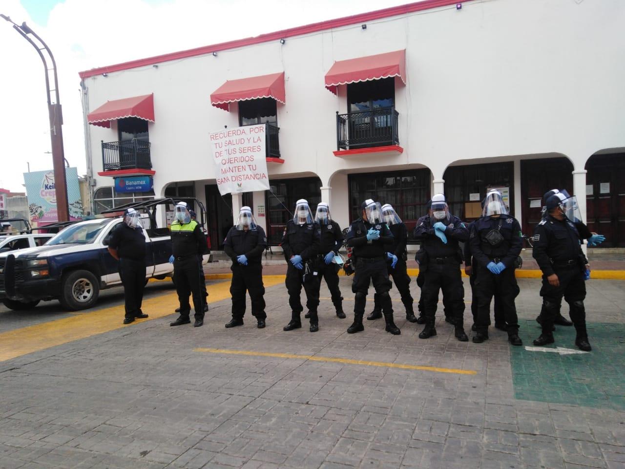 Gobierno de Papalotla entrega equipo de protección a policías