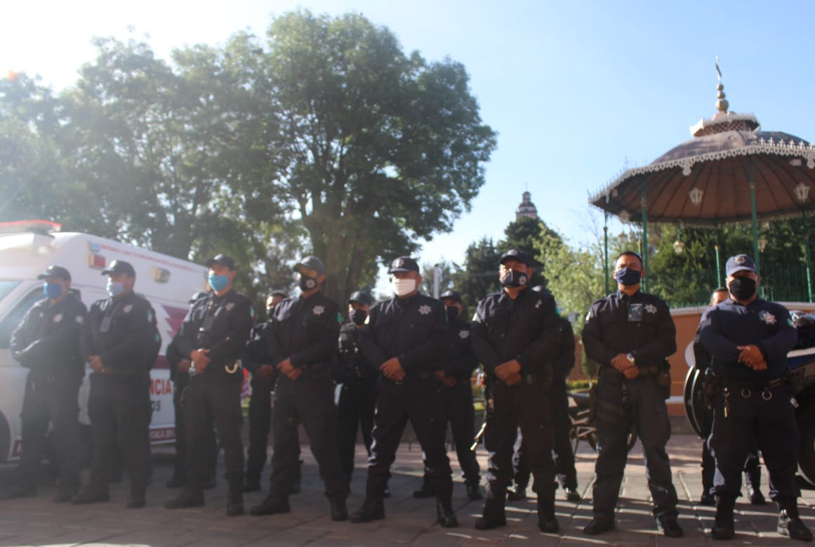 Entregan uniformes a elementos policíacos de Santa Cruz Tlaxcala
