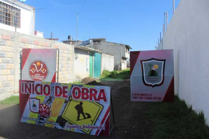 Inicia obra de electrificación en la calle sauces de San Miguel Contla