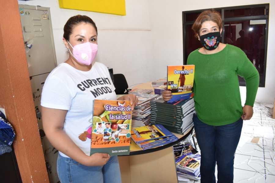 Distribuye COBAT-TBC libros de textos gratuitos para estudiantes de zonas rurales