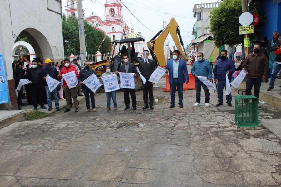 Alcalde de Tepetitla de Lardizábal y Diputado Local dan banderazo de inicio de obra