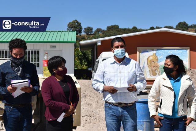 Oscar Murias inicia la construcción de una techumbre en primaria Cuauhtémoc