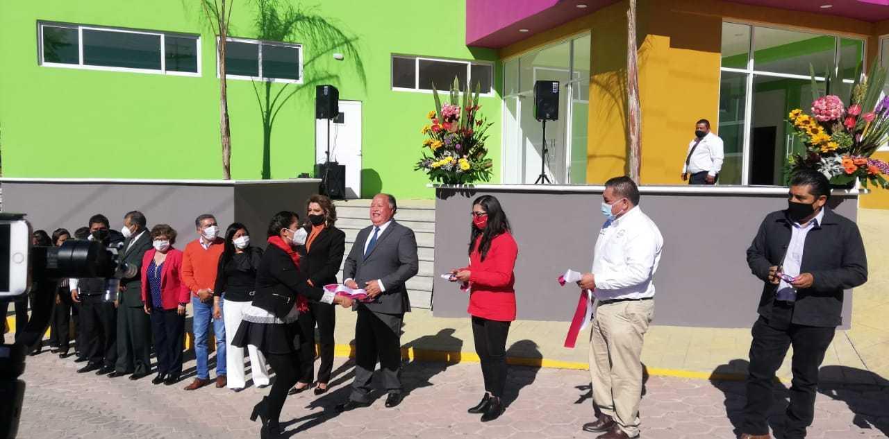 Macias González entrega nuevo edificio del DIF en Atlangatepec