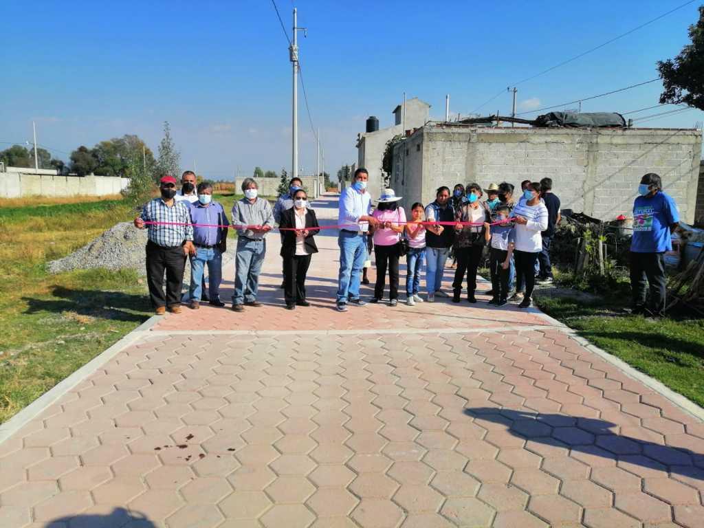 Entrega Murias Juárez casi mil metros de adoquinamiento en Santiago Michac