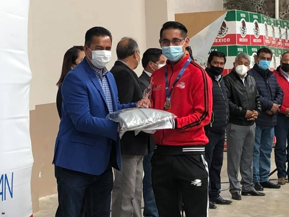 Francisco Villarreal reconoce a talentosos deportistas de Yauhquemehcan