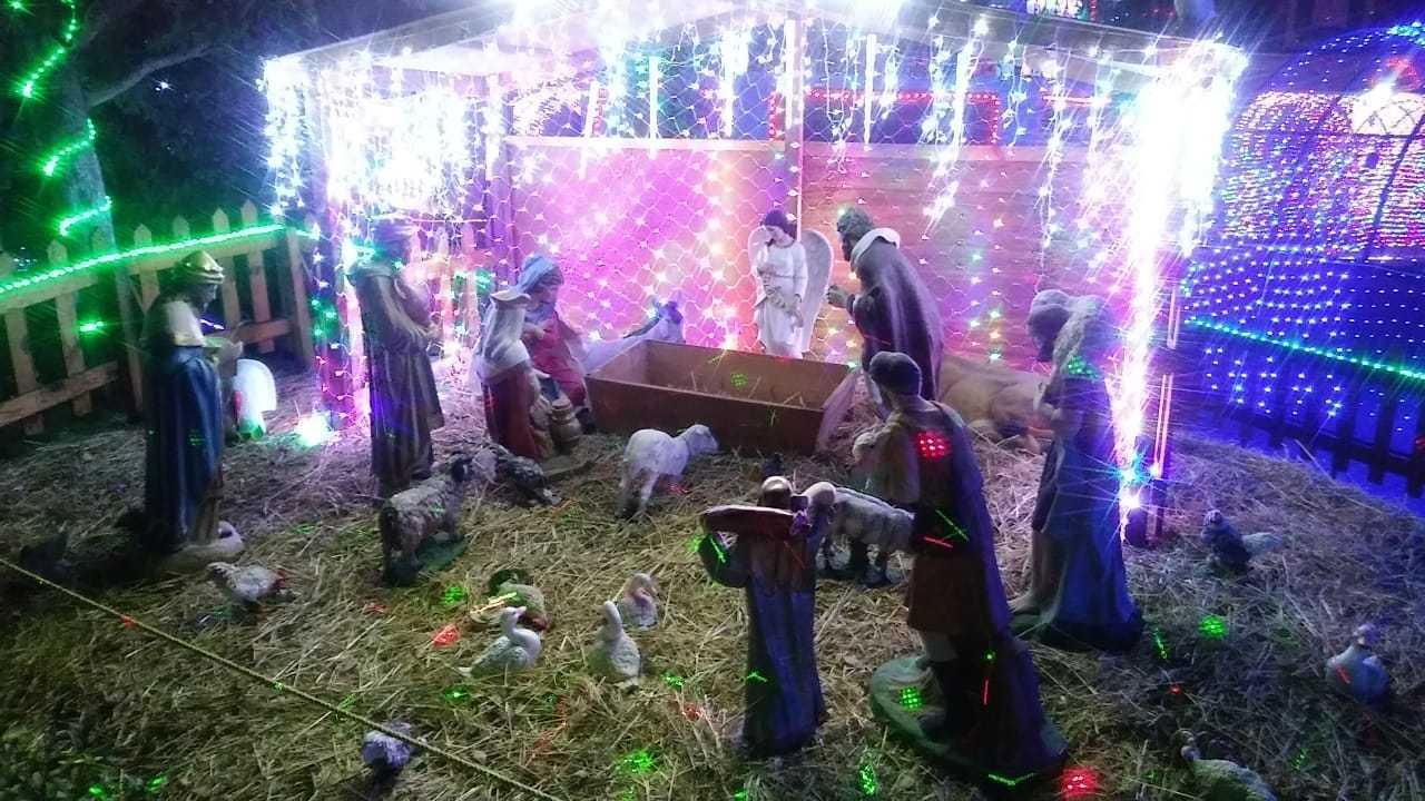 Santa Cruz Tlaxcala enciende el árbol navideño