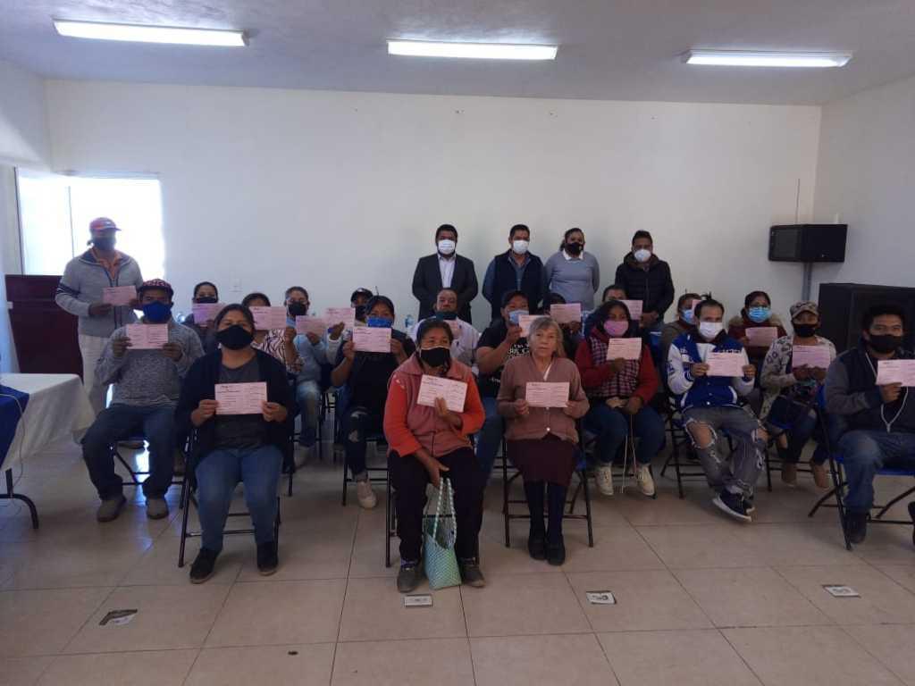 22 familias de Tepetitla recibieron vales para la construcción de techos y pisos
