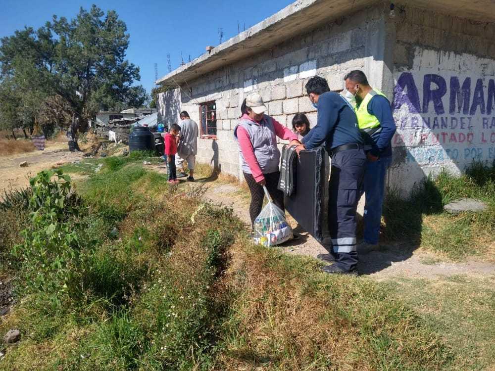 Entregan despensas cobijas y colchonetas en Santa Cruz Tlaxcala