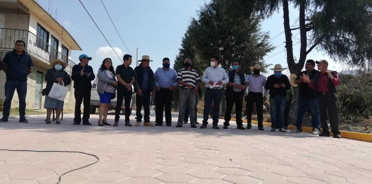 Murias Juárez entrega pavimento en San José Atoyatenco