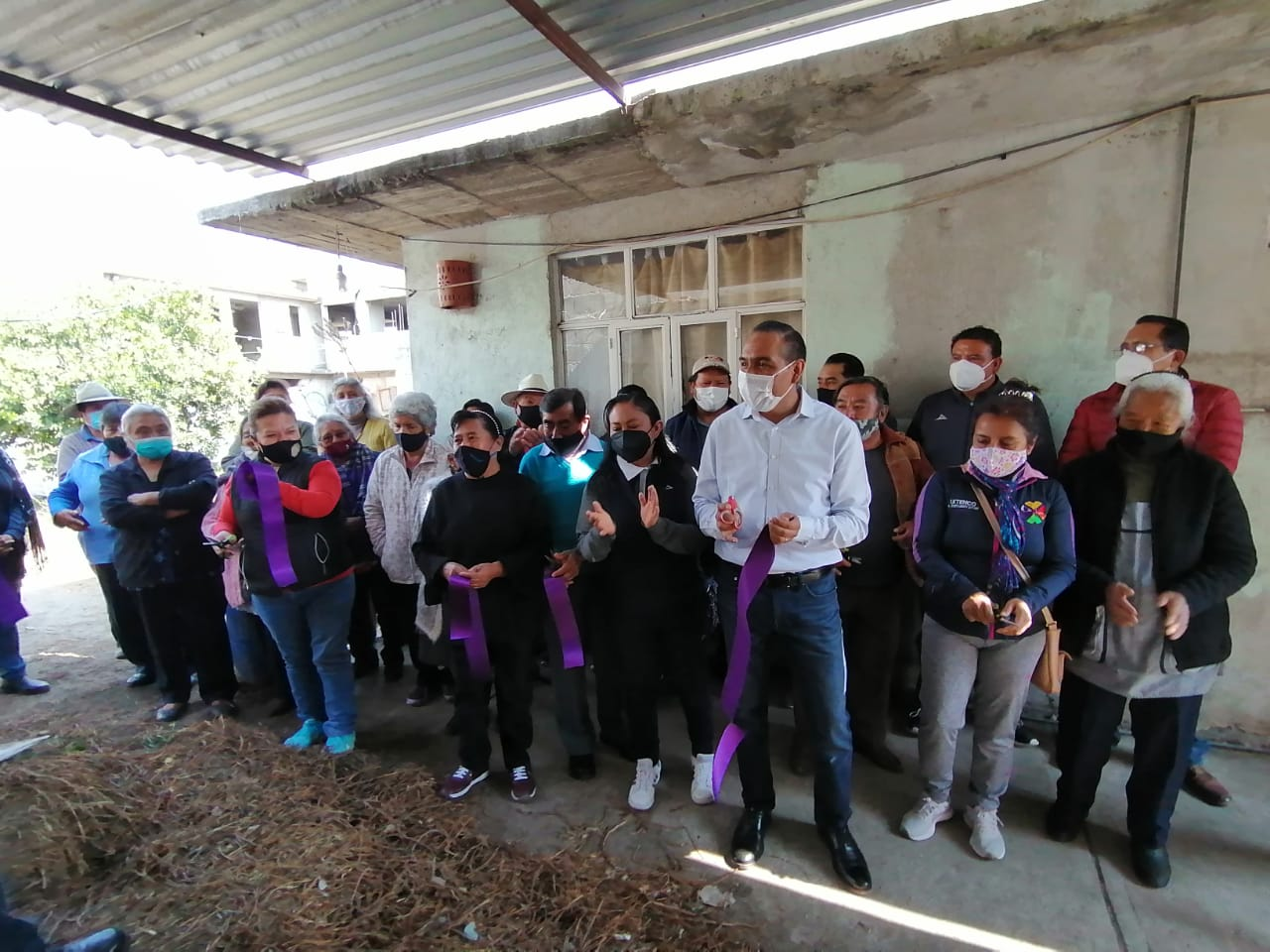 Familias vulnerables reciben calentadores solares en Ixtenco