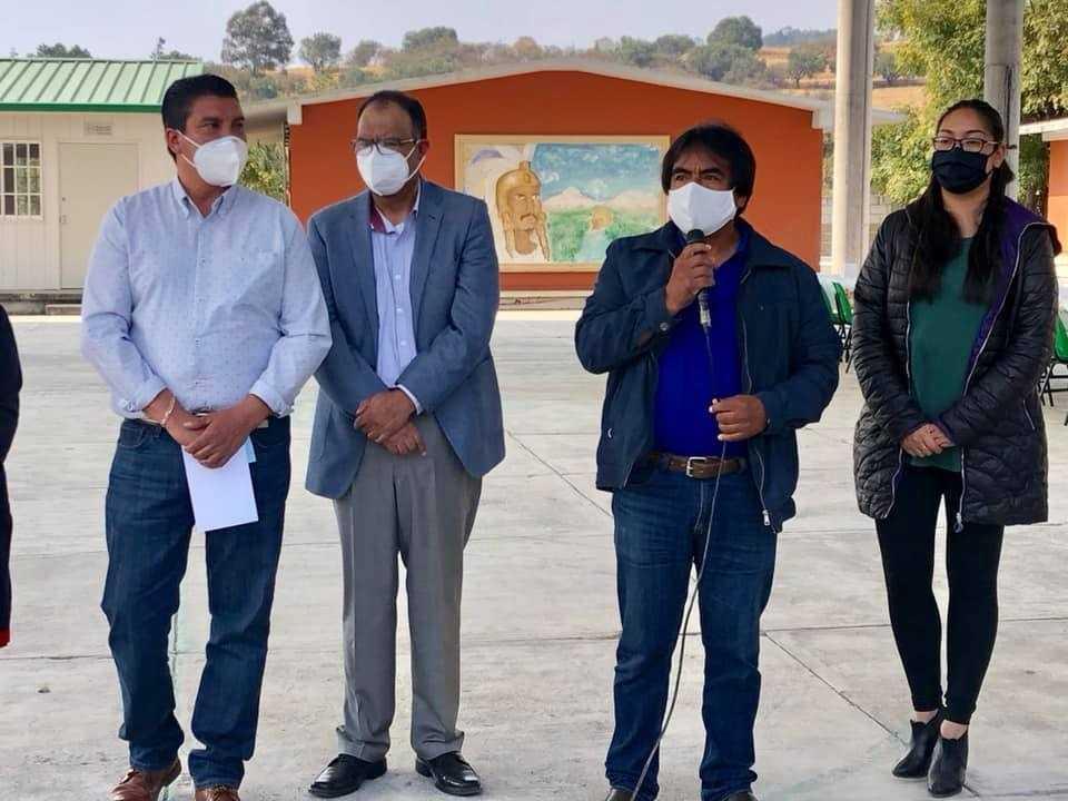 Murias Juárez entrega nueva techumbre en una primaria de Capula