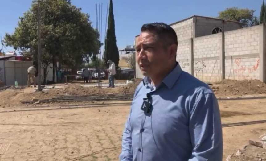 Oscar Cabrito celebra la construcción de un banco del Bienes en Quilehtla