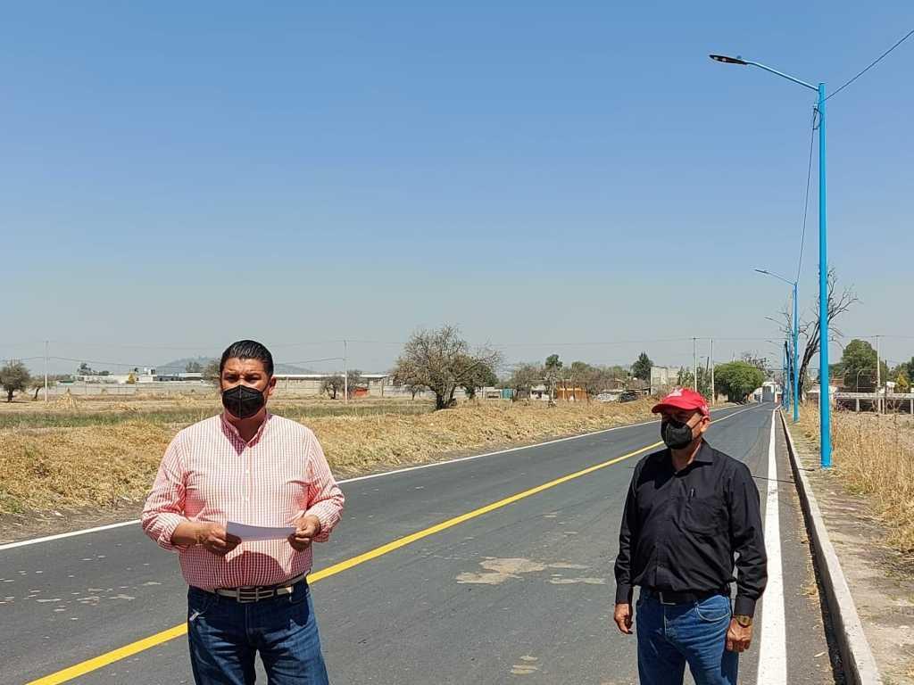 Entrega Murias Juárez red de alumbrado público en Analco – Nativitas