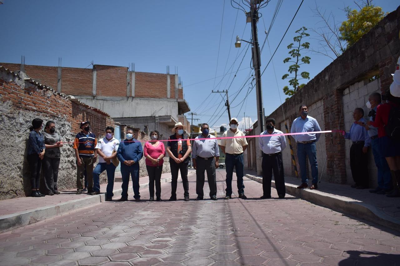 Inauguran obra en la calle Las Lajas del municipio de Nativitas