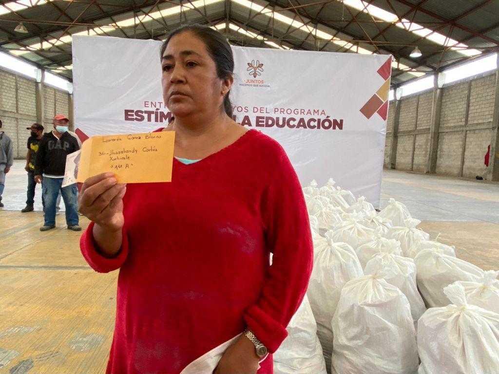 Badillo Jaramillo entrega casi Medio MDP en becas del programa Estímulos a la Educación