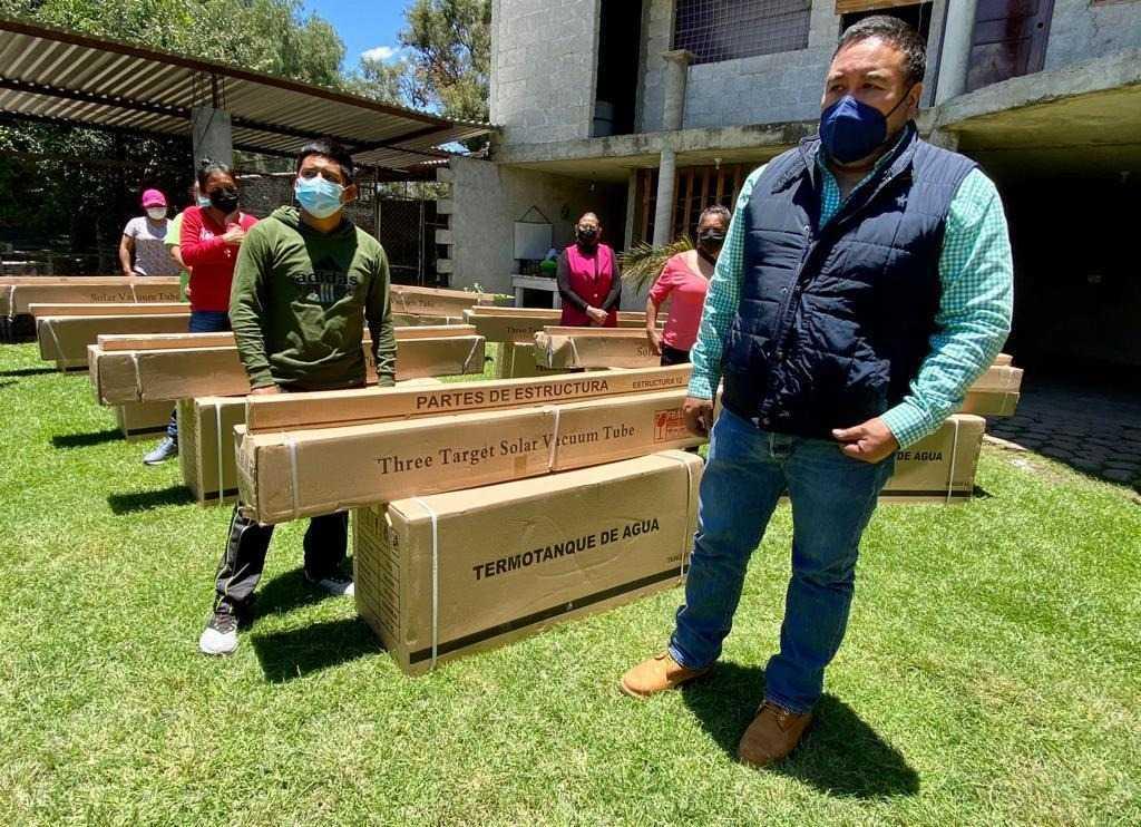 Realizan la primera entrega de calentadores solares gratuitos en Xicohtzinco