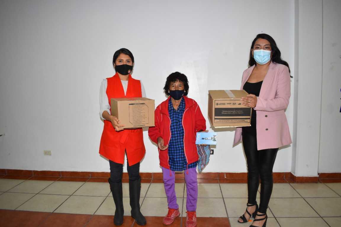 Entrega SMDIF Zacatelco apoyos a grupos vulnerables