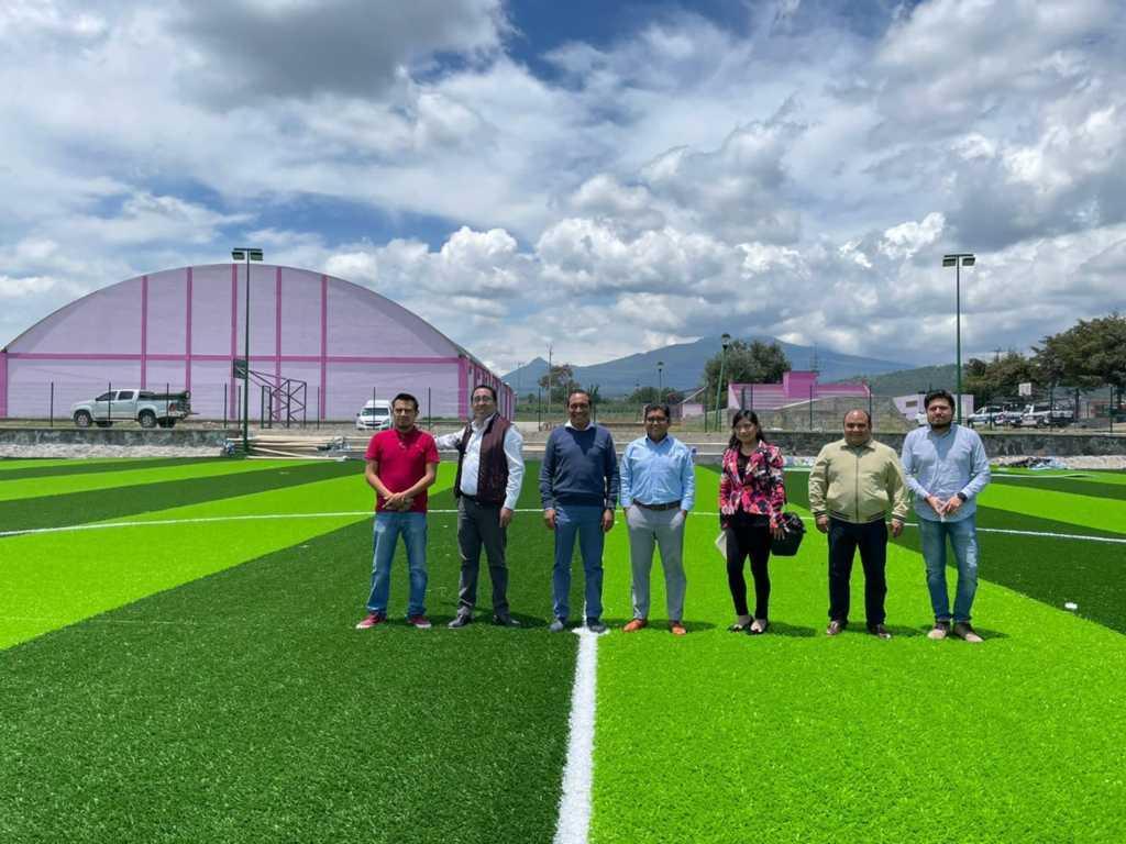 Al 80% trabajos de construcción de la cancha de fútbol empastada de Ixtenco
