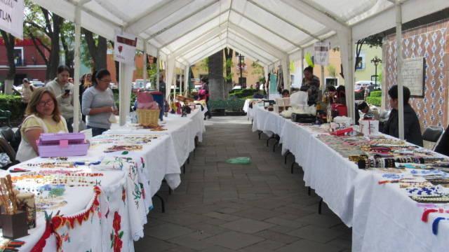 Instala SMDIF de Tlaxcala Expo venta Navideña en la capital